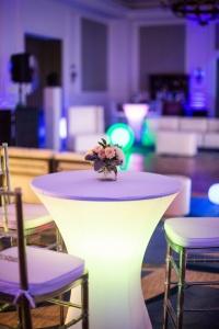 میز ال ای دی برای تزیینات مراسم عروسی